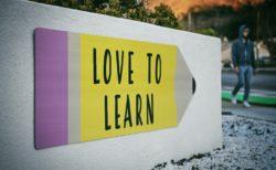 送り出し教育とは?時間、新規入場者教育との違い、教育資料の内容
