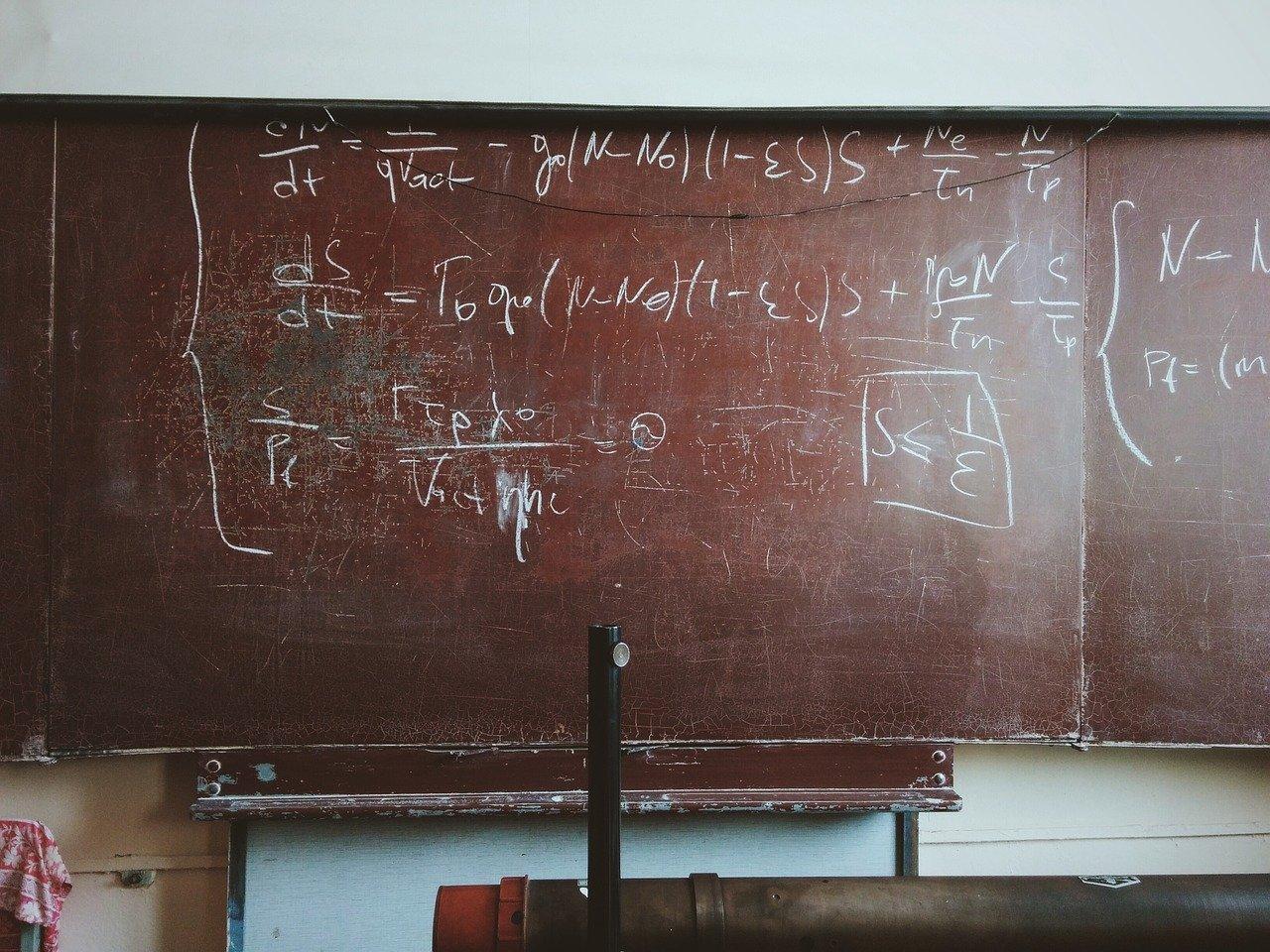 リアクタンスとは?単位、計算、公式、インピーダンスとの違いなど