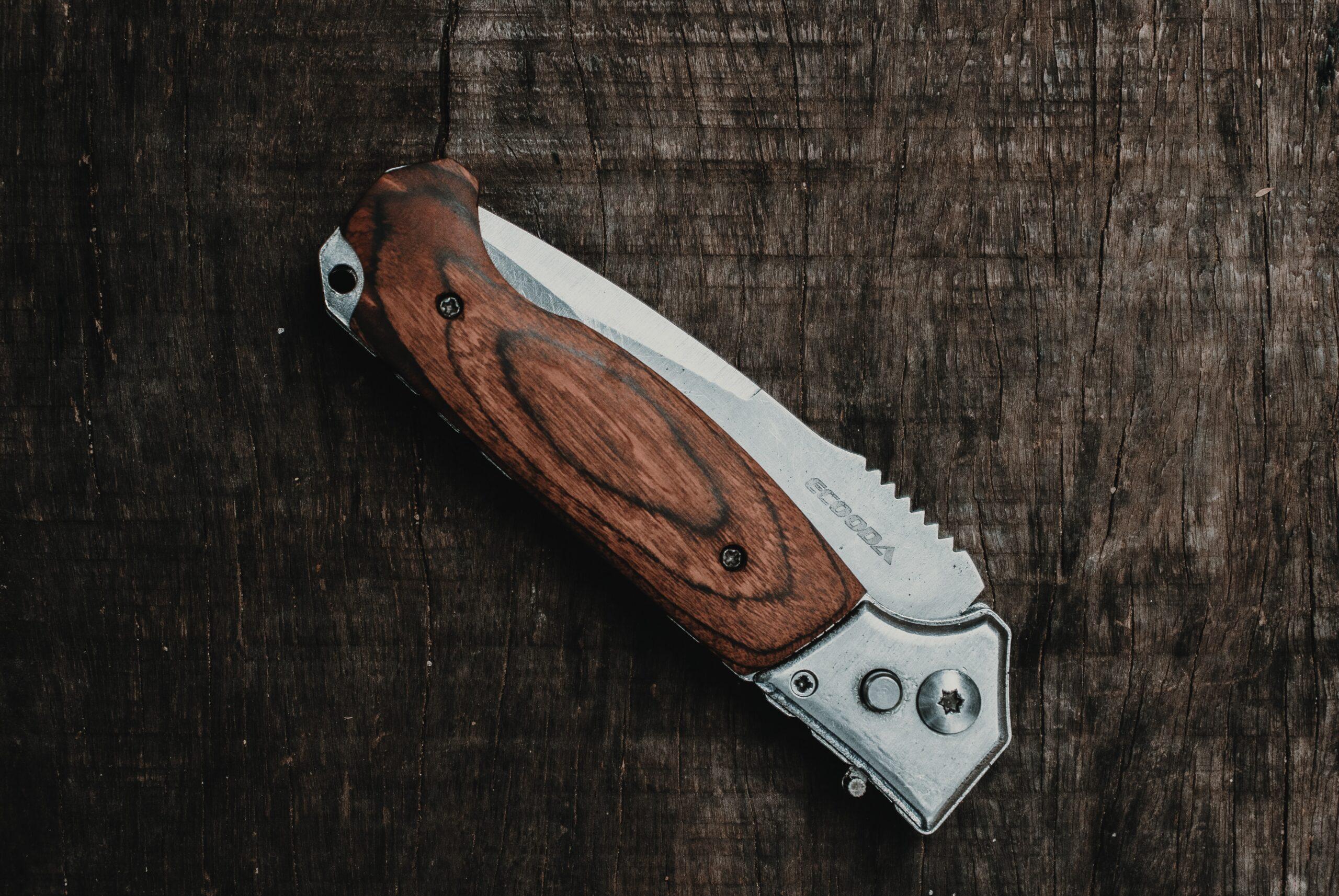 電工ナイフとは?使い方、研ぎ方、オススメ、危険性など